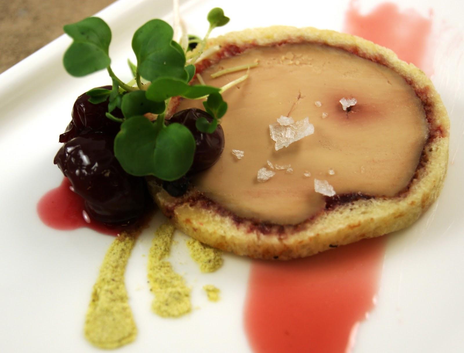 Vanilla Cured Foie Gras Torchon and Cherry Preserve en ...